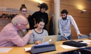 Transcripthon 2014. Discussions sur la feuille de style (Lou Burnard, Clara de Raigniac, Clémentine Pradère-Ascione, Guillermo Hector et Anne-Sophie Bories)